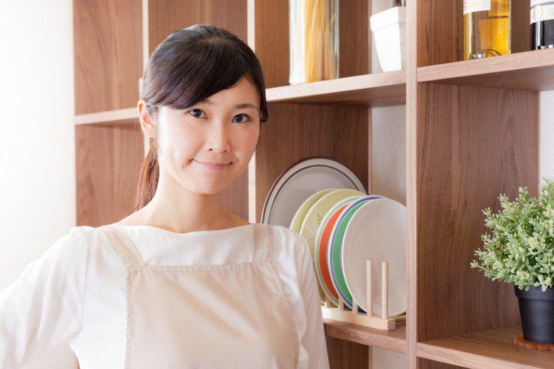 お部屋にある『食器』を片付けるときの便利グッズ:食器スタンドなど